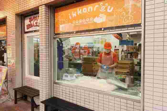 中華街がある神戸。豚まんも人気のお土産の一つです。豚まんを買えるお店は中華街をはじめたくさんありますが、中でもおすすめなのが三宮一貫楼。中華街があるJR元町駅近くに本店がある他、JR三ノ宮駅・阪神三宮駅・神戸空港・関西国際空港にも店舗があります。