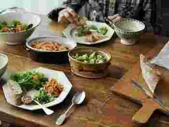 食器やテーブル周りの小物、いかがでしたか?お気に入りの食器を「探す時間」も食器を楽しむ時間の一部です。毎日の食卓をより豊かにしてくれる食器。せっかくなら一生楽しめる一枚を増やしていけたら素敵ですね。