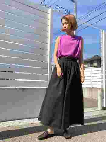 小柄でかわいらしい雰囲気を持ちつつ、モード系のデザインも上手に着こなせます。シンプルなものではなく、ちょっと小ワザの効いたデザインの服がよく似合うタイプです。