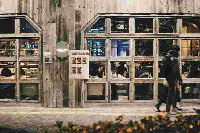 ファクトリー・カフェは、阪急梅田駅高架下という抜群の立地を誇るカフェレストランです。夜はワインダイニングとなるファクトリー・カフェでは、ランチ、カフェ、ディナーを楽しむことができます。