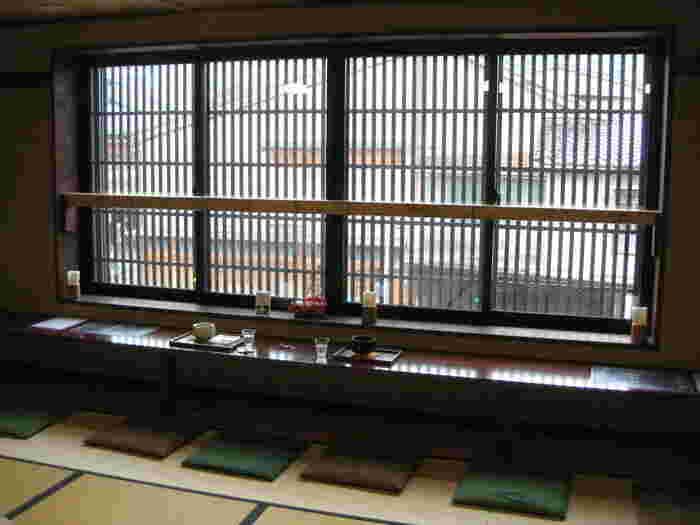 江戸時代から続いた銭湯「東湯」の資材置き場を改装して作られた和カフェ。店名の「ゆ」はお風呂屋さんの名残りをモチーフにしているんだとか。