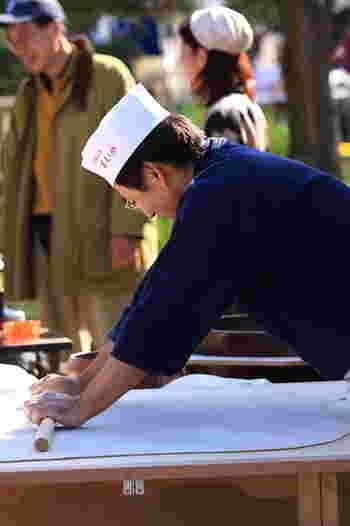 長野と言えばそば処。新そばのシーズンと言えば秋ですよね。そば祭りでは県内各地のそば処が集合し、地元の特産品や地場食材と共に楽しむことができます。
