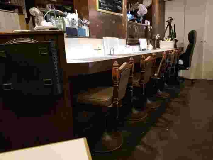 店内は、カウンターとテーブル席があるので、女性のひとりランチにも入りやすいですね。
