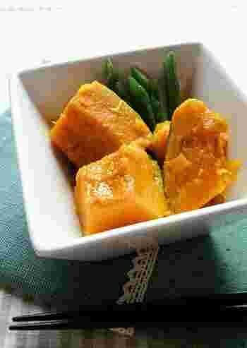 水・バター・砂糖・塩を入れて火をかけたら、あとはお鍋にお任せ♪いんげんはあとから加え、食感を残すのがポイントです。
