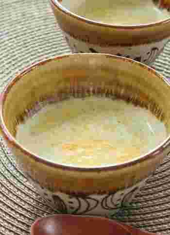 ブロッコリーを使った濃厚なチェダーチーズのスープ。チェダーチーズにはアルコールの分解を助けてくれる成分が含まれているので、二日酔いの朝にもおすすめしたいレシピです。