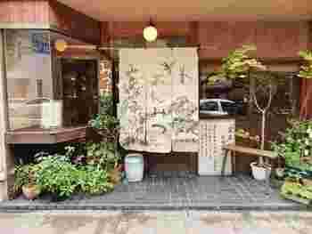 「みつばち」は、京阪出町柳駅から徒歩6分ほど。あんみつや豆かんも絶品で、お持ち帰りもできます。
