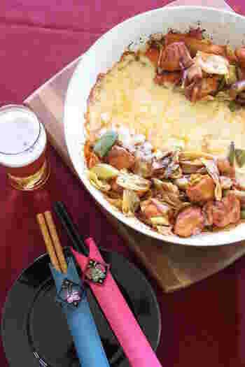 こちらもフライパンで作れるレシピです。先程のレシピに比べて砂糖を少し減らし、ケチャップを隠し味として加えるのがミソ。鶏むね肉でもおいしく仕上がります。