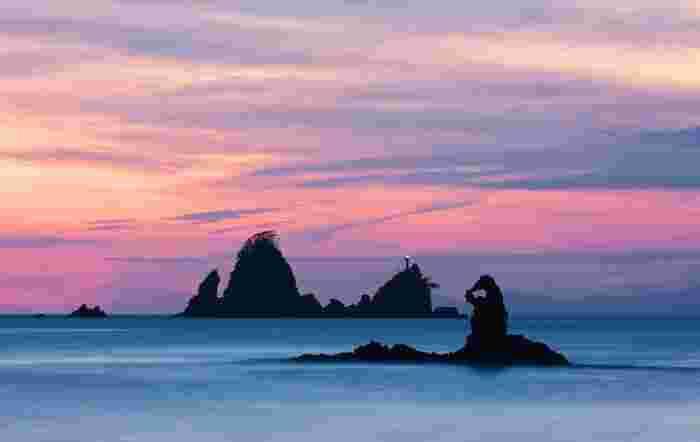 マジックアワーの幻想的な眺めを味わいたいのなら、ぜひ西伊豆の「大田子海岸」へ。