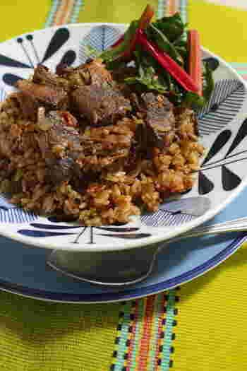 「インドの炊き込みご飯」とも言われているビリヤニ。スパイスの効いた味付けにバスマティライスがとーってもよく合うんです。こちらはまぐろの切り落としを使ったビリヤニのレシピ。お鍋ひとつで簡単に作れますよ。