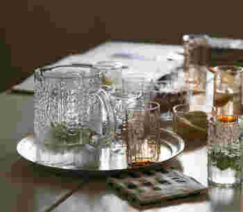 飲みたい分だけ注ぐことができるから、ピッチャーもおすすめ。ピッチャーに入れておけばグラスに注ぐときも便利。ホームパーティーなどで活躍しそうです。おしゃれなピッチャーに数種類のドリンクを作って、ディスプレイしたくなりますね