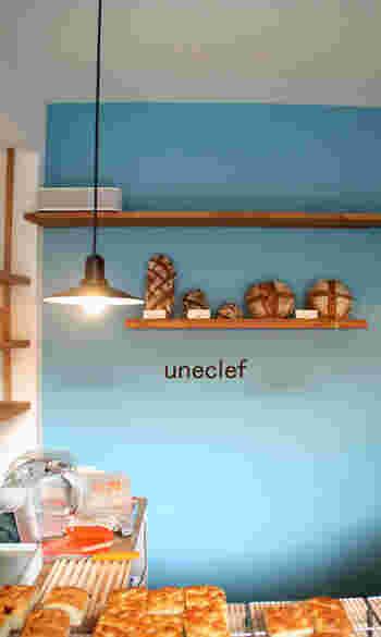 はじめにご紹介するのは、小田急線・豪徳寺駅にある素敵なパン屋さん「uneclef(ユヌクレ)」です。2011年にオープンして以来、多くのファンから愛されている人気のベーカリーカフェです。