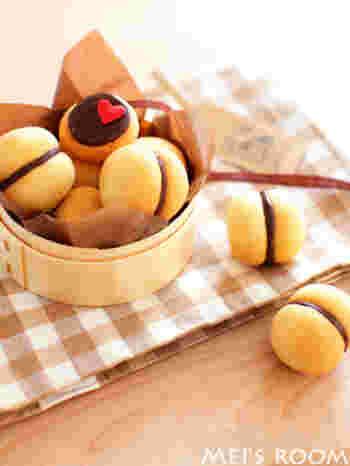 わっぱにお菓子を入れただけでこんなにかわいくラッピングできます。ナチュラルカラーのペーパーやリボンで統一して。