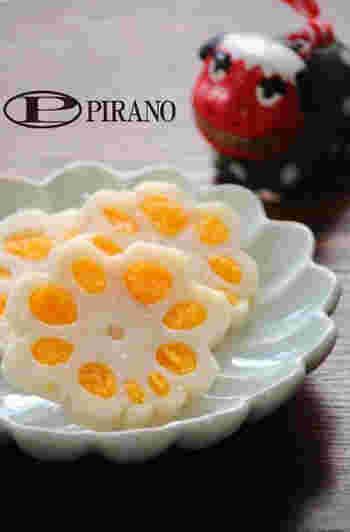 こちらも、洋風なレンコンのレシピです。黄色の部分はチェダーチーズと卵です。 お花みたいで可愛いですね。