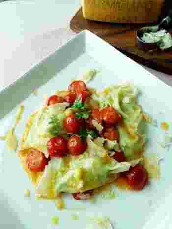 ワンタンの皮を使ったラビオリ風に仕上げたレシピ。  作り方も簡単で、見た目にも鮮やかで豪華なので、おもてなしの前菜にぜひおすすめですよ。