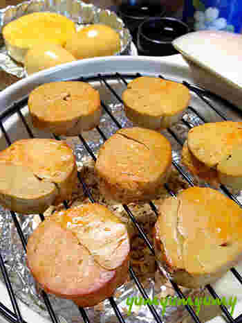 土鍋で簡単にできる、あん肝の燻製。余熱で燻すので、気になる煙も少なめです。卵やチーズなどもいっしょに燻せば、贅沢なスモークパーティーができますよ。