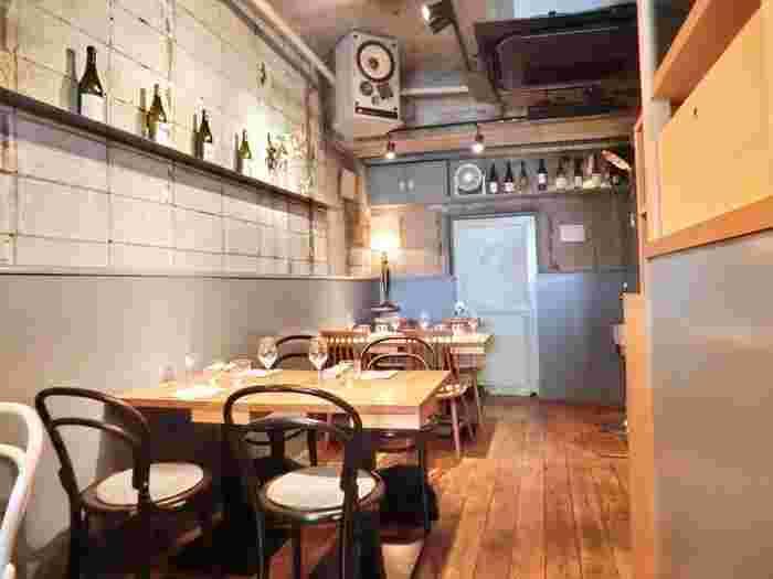 オシャレなカフェのようなカジュアルさがありながらも、照明が程よく落とされた落ち着きのある店内は心地良い空間です。