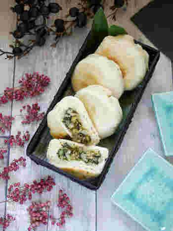 長野県の名物であるおやき。自宅のフライパンで、おやき風のパンを作ることができるんですよ。  具は、本場のおやきのように、野沢菜や切り干し大根など、和食のおかずがおすすめ。  野沢菜を中に入れるときは少し多めの油で炒めると、より美味しくなります。簡単なので、小腹が空いた時にもオススメです。