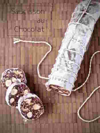 たこ糸で縛ると、本当にサラミのパッケージと間違えそうになるほど!手づくりしたら、かわいくラッピングでプレゼントしたいですね♡