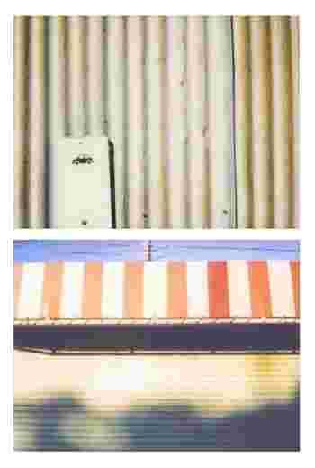 淡い色合いの写真が昭和っぽい建物の雰囲気をよりいっそう際立たせます。