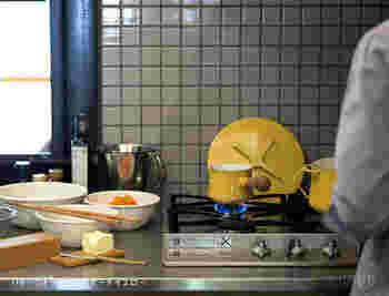 小さなミルクパン、ソースパンはIH非対応の場合が多いです。月兎印の16センチ、ダンスクのソースパン2ℓ以上ならIHも対応しています。