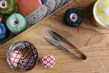 いかがでしたか? 今回は「裁縫道具」と「お直し」の基本についてご紹介しました。裁縫初心者さんでも、手順と用意するものをしっかり準備すれば自分でお直しをすることができるんです*