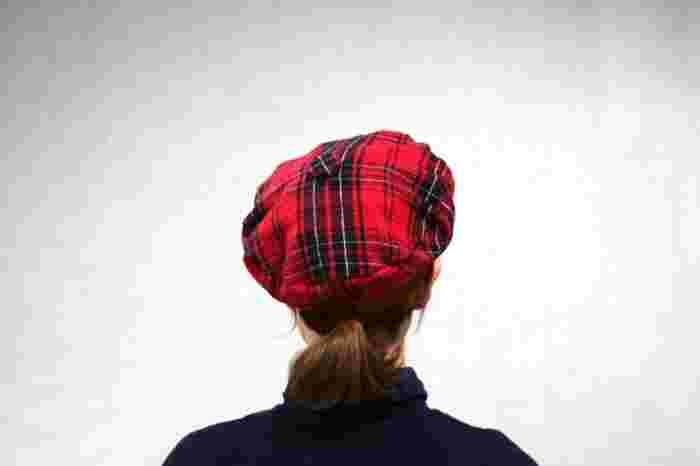 最後にゴムを通しますが、あまりきつくすると頭が痛くなってしまうので、緩めの長さを用意することをおすすめします。  共布で好きなデザインを選べば、とてもおしゃれな帽子になることでしょう♪ ベレー帽の大きさを少し変えて作ると、親子や兄弟でおそろいのベレー帽を作ることができます。  ※作り方が紹介されているページのリンクを添えますので、ぜひこちらもご覧ください。