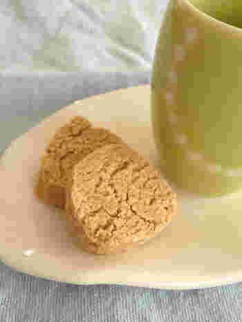おからパウダーときな粉、ヘルシーな豆製品をふたつ使った賢いおやつ。おからパウダーは日持ちがするので、使いたいときに使えるのがいいですね。