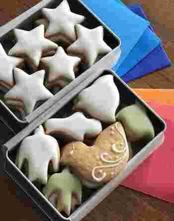 「当たり前のことを丁寧に」をコンセプトに、安心で安全、シンプルに美味しく、それでいて見た目もかわいいお菓子づくりをしている「菓子工房ルスルス」。  写真は人気の「鳥のかたちクッキー」と「夜空缶」。鳥や星の形が可愛くて、子供たちも笑顔になってくれそうですね。 それぞれ折り紙がついていて、乗せると夜空や夕焼けを飛ぶ鳥ができあがるんです♪