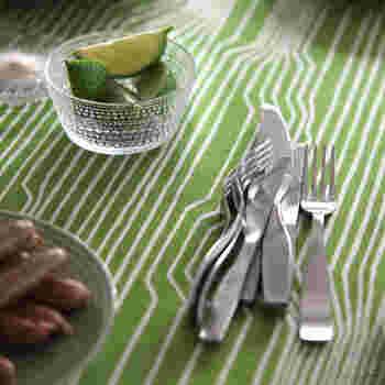 フォークやナイフなんて、どれでも同じ…。  そう思っている人は、ホントに損をしています。  お皿は口に入れないけれど、カトラリーは違うから。  北欧の香りが口中に広がります☆