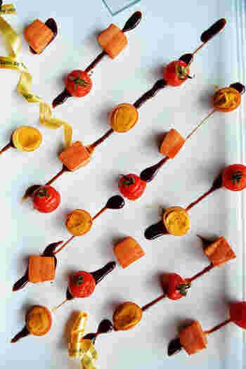 ベーコン、プチトマト、うずらの卵という小さな食材を並べたとても可愛らしいレシピ。 すごくおしゃれなのでおもてなし料理としてぴったりですね。