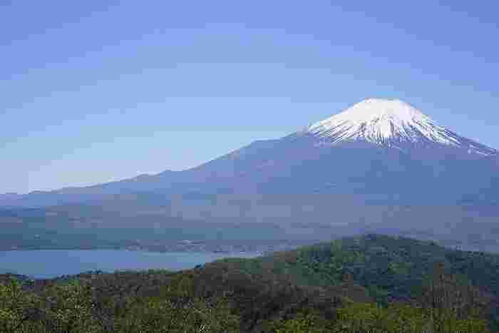 静岡県と山梨県にまたがる富士山には、吉田口、富士宮口、須走口、御殿場口の4つがありますが、富士山に初めて上る方や登山の経験がない方には、吉田口か富士宮口がおすすめです。