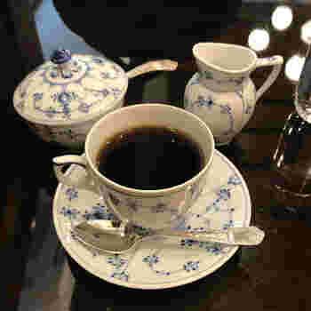 サイフォンで抽出されるブレンド珈琲。アルカリイオン水が使用されていて、豆だけでなく水にもこだわって淹れられています。中でも「椿屋プレミアムブレンド」はフルーティーな味わいを楽しめますよ。
