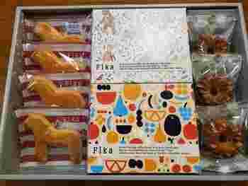 詰め合わせをチョイスして、北欧ならではのお菓子をたくさん楽しむのもおすすめです。こちらのアソートは、スウェーデンの伝統工芸品「ダーラナホース」をイメージした「ダーラヘストクッキー」、アーモンドを効かせたバターケーキ「マンデルカーカ」などがセットになっています。