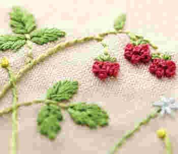 100種類以上もの種類がある「ヨーロッパ刺繍」は、ステッチの豊富さと多彩さでとても幅広い作品ができます。比較的早く刺すことができ、洗濯にも強いのが特徴です。
