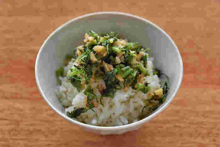 にんじんの葉は柔らかければきんぴらや炒め物に、少し大きく硬いものはふりかけに。クルミを入れれば食感も楽しめます。