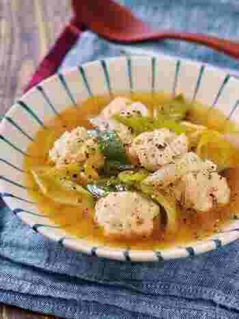 じっくりと煮込んだスープに、鶏のエキスとネギの甘みがたまらないスープ。うま味たっぷりなのに口当たりはあっさりで、お箸がすすみます。スープに溶け込んだしょうがで、体の芯からぽかぽかに。
