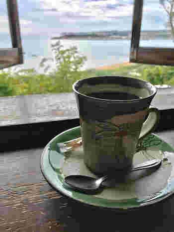 食後には、コクのある焙煎コーヒーを楽しみながら、のんびりとした島時間を過ごしてみてはいかがでしょうか。