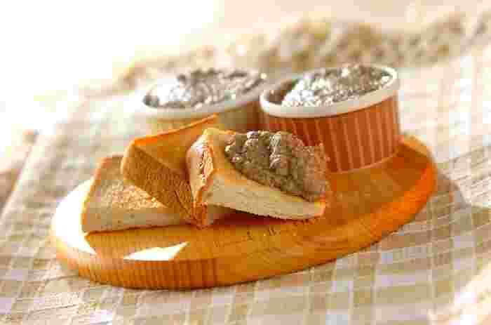 栄養タップリの豆とキノコのディップはサンドイッチにもおすすめです♪レタスやキュウリ、チキンとの相性も◎