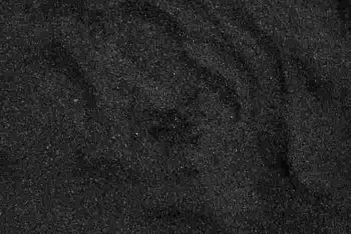 市販の染色剤でおすすめなのが、英国生まれの「DYLON(ダイロン)」。60年も前から販売されているロングセラー商品です。ジーンズを染める場合は、染料3袋が目安です。