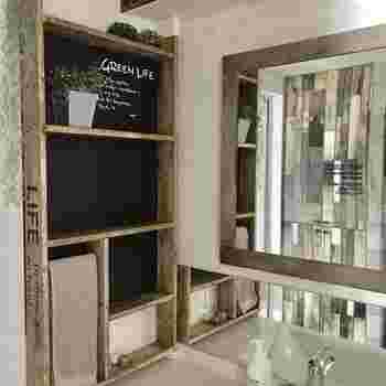 雰囲気に合わせてペイントするとさらに素敵な棚が出来上がります。壁を可愛く有効活用できる便利なDIYパーツです。