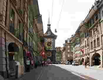 スイスのベルンにある「ツィートグロッケ トゥルム(ドイツ語で時計塔のこと)」と呼ばれる天文時計は世界最古の時計塔として知られています。1530年に城壁(この城壁は1191年ころ作られたものだそう)の門に取り付けられた時計が最初とのこと。