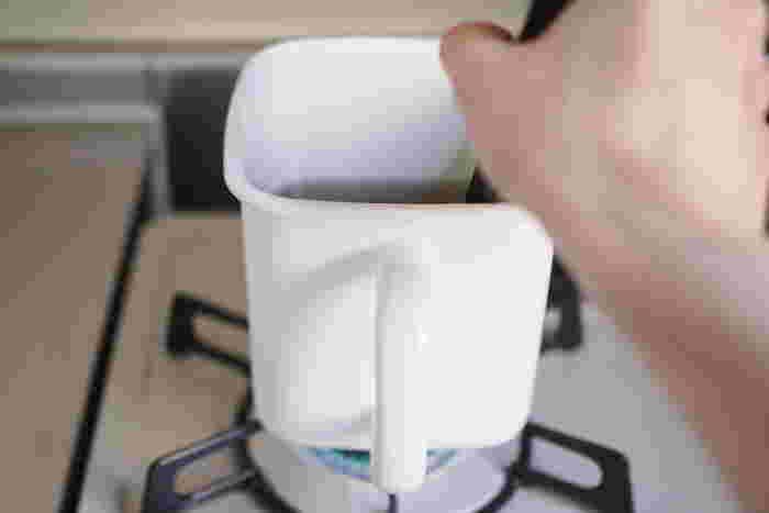 【持ち手つきストッカー角形】 こまめに少量を煮洗いするときには、コレくらいのサイズがちょうどいいかも。取っ手部分は熱くなっているのでうっかり素手で握らないようにご注意を。