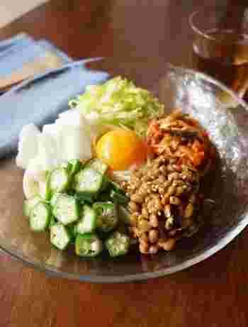 暑い季節にぴったりのネバネバうどん。食欲が無い時にもおすすめです!ネバネバと、お野菜のシャキシャキの組み合わせが楽しく、ツルツルっと、どんどん行けちゃう美味しさです。
