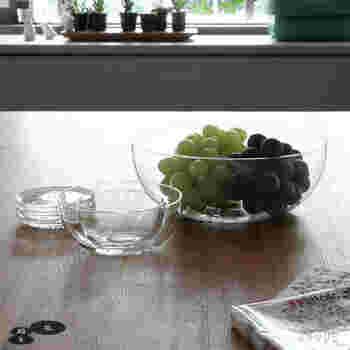 これくらい大きなガラスの器はどんな料理にも使えますね。もちろんフルーツポンチにもぴったりの大きさです。 フルーツの彩りも手伝って、宝石箱のように見えることでしょう。