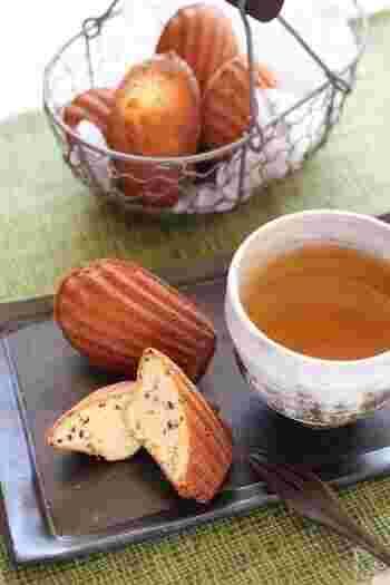 小麦粉、卵、アーモンドプードル、グラニュー糖、ベーキングパウダー、バターなどの他に、味噌、黒ごまが入った和風マドレーヌ。表面はカリッとしていながら、中はしっとりの食感と、味噌とごまの和の風味が美味しいマドレーヌは、コーヒーにも日本茶にも合うので、ご年配の方へのお茶請けにも良さそう。
