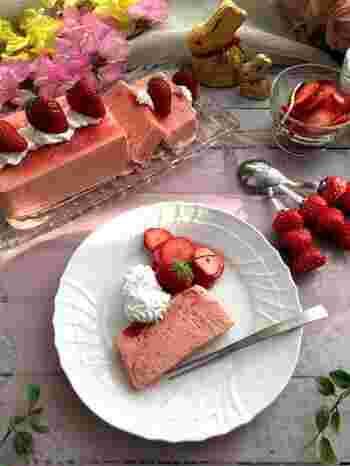 イタリアのお菓子であるセミフレッド。アイスケーキのような冷たいスイーツです。豆乳クリーム使用でヘルシーに仕上がっています。砂糖の代わりのハチミツでやさしい甘さに。