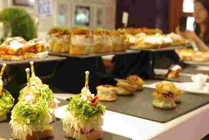 サン・セバスチャンを代表するのがピンチョス。スペインならではの美味しさがフィンガーサイズに凝縮しています。