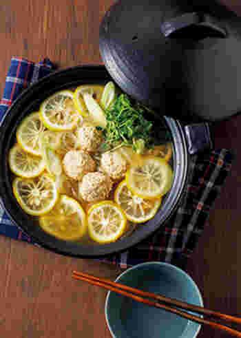 ショウガをたっぷりきかせた木綿豆腐入りの鶏肉団子は食べ応えもありとってもヘルシー!12月の旬大根とつるつる美味しい春雨をいれればヘルシーなのに大満足のお鍋が完成します。また冬の味わいの柚子をきかせることでよりさっぱり頂くことができますよ。