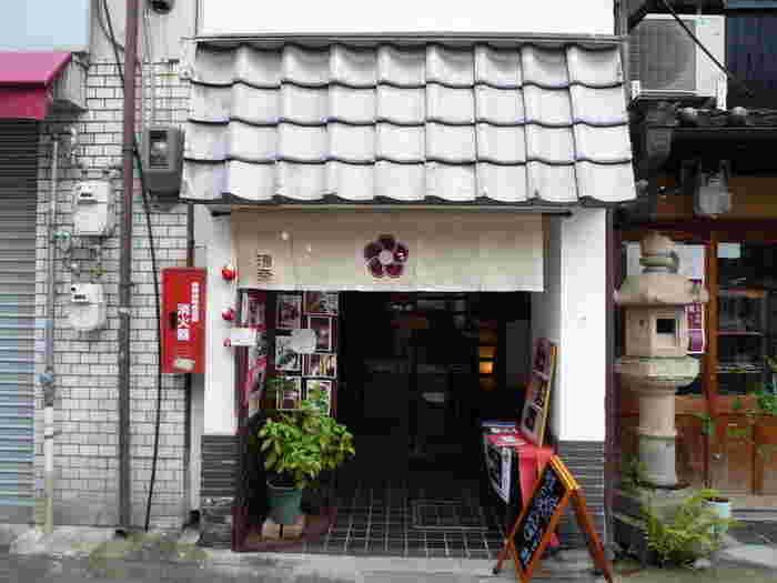 町屋かふぇ・環奈は、その名の通り、「町屋」をカフェとしてリノベーションしたお食事処で、歴史的情緒あふれる町並みをしている「ならまち」に位置しています。