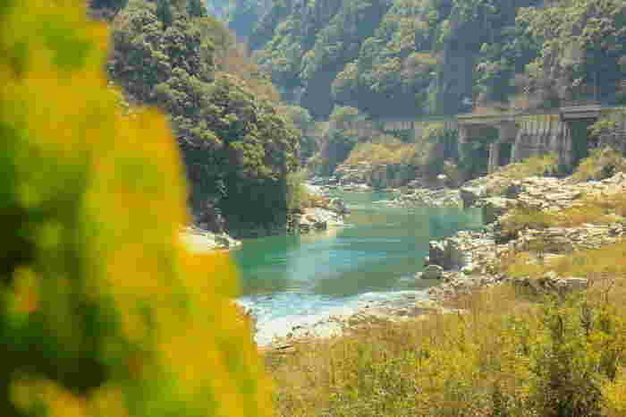 大歩危小歩危では、川下りも人気の楽しみ方。 季節によって、表情を変える渓谷は見ものです。